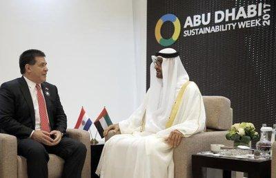 Cartes se reune con jeque en Emiratos Árabes
