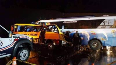 Accidente de tránsito deja 19 fallecidos en Ecuador
