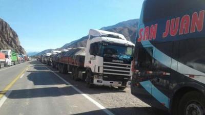 Camioneros varados en Jujuy desmienten recibir ayuda de la Gobernación