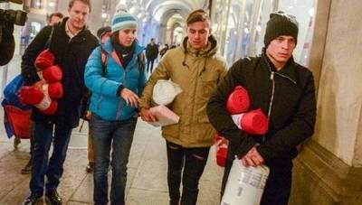 Acto solidario: Iturbe repartió frazadas a indigentes