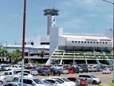 Funcionario del aeropuerto es el extorsionador