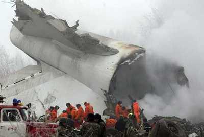 Un avión de carga se estrella en Kirguistán y deja 37 fallecidos