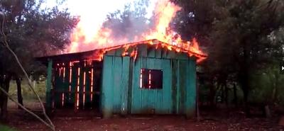 """Incendio en la casa de la directora de una escuela de Guajhory: """"Fue provocado"""""""