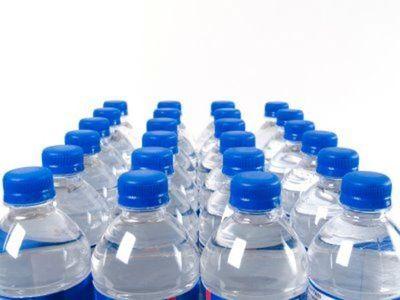 Precaución al comprar agua mineral
