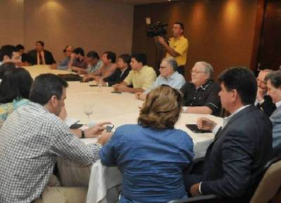 """Hablan de """"Golpe de Estado"""" y adelantan que denunciarán el hecho ante la OEA"""