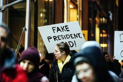 Nueva York despide a Trump con campaña de resistencia