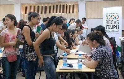Becas de Itaipú: Los postulantes deberán acercar documentos hasta el viernes