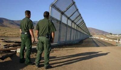 Muro: Peña Nieto lamenta y reprueba la orden de Trump