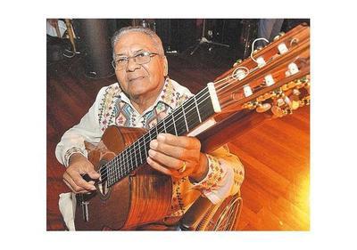 Kamba´i ofrece guitarras para costear gastos en medicamentos