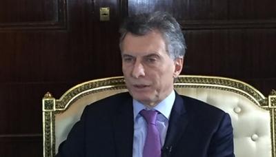 Acosa a presidente Macri escándalo por negacionismo de crímenes de dictadura argentina