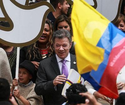 """Bogotá es declarada """"Ciudad mundial de la paz"""" en cumbre de Premios Nobel"""