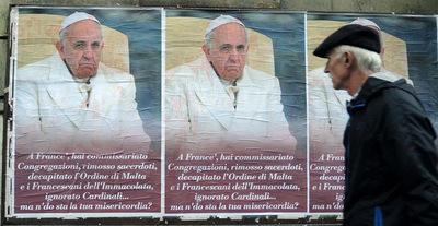 Empapelaron Roma con afiches anónimos contra el papa Francisco