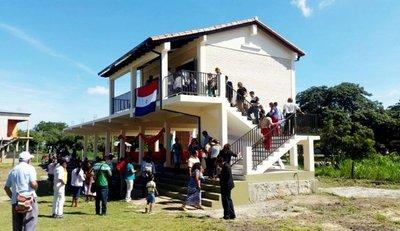 Inauguran aula construida sobre pilotes en Alto Chaco
