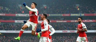 Un doblete de Alexis devuelve al Arsenal a la senda de la victoria