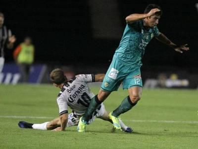 Miño estrena su olfato goleador en México