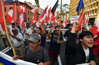 Miles marchan contra caso de corrupción de Odebrecht