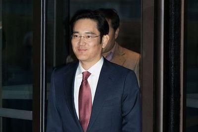 El heredero del imperio Samsung fue detenido por soborno
