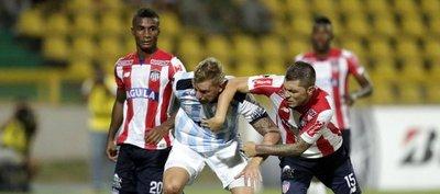 El Junior gana con lo justo y el Atlético Tucumán cree en la remontada