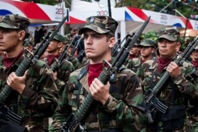 """Ministro de Defensa ahora niega que militares están """"en alerta"""" ante manifestación contra enmienda"""