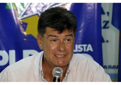 Avión que trasladaba a Efraín Alegre sufre desperfectos