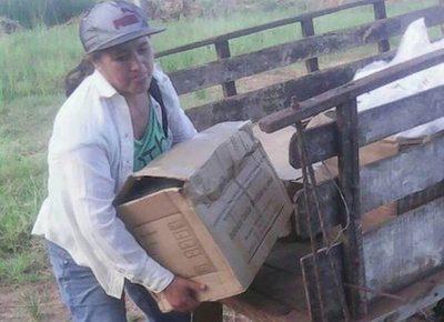 Mamás de oro hacen llegar útiles en carreta