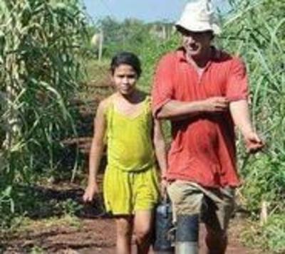Humilde agricultor se vio obligado a fabricar su propia prótesis
