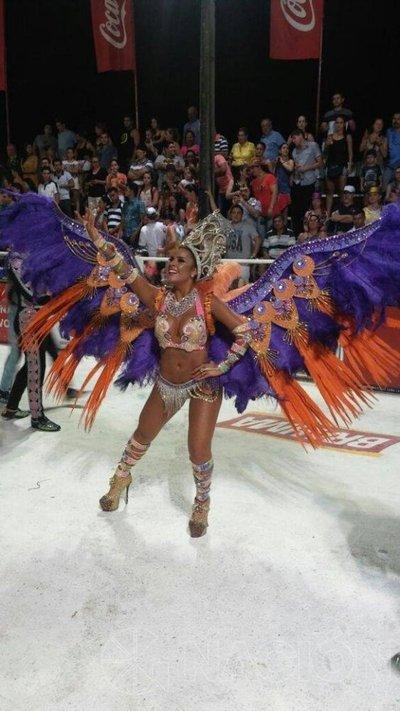El carnaval de Villarrica desató magia, brillo y ritmo