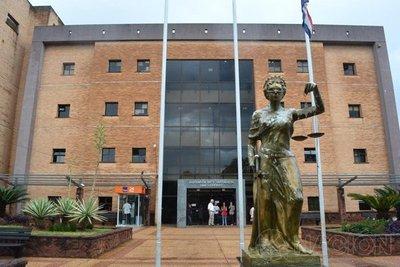 Fiscal pide sobreseimiento del docente acusado de abuso
