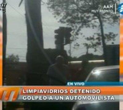 Detienen a limpiavidrios por golpear a conductor en San Lorenzo