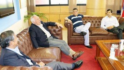Hablan de desacuerdo y desconfianza entre Cartes y Lugo
