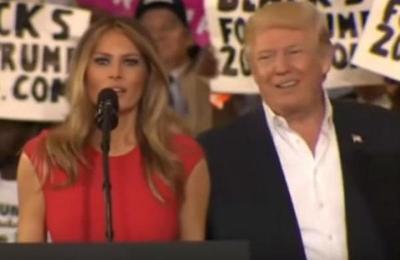 Melania Trump daba un discurso, su esposo le tocó el brazo y su reacción está dando que hablar