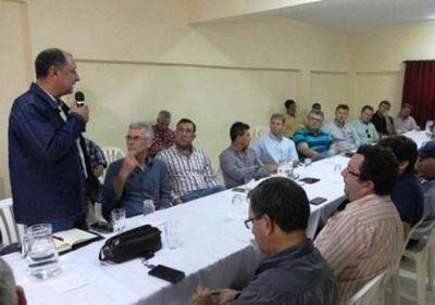 Anuncian trabajo conjunto para el control de langostas en el Chaco