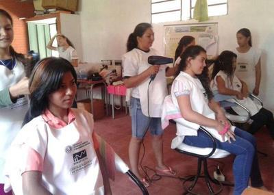 Pobladores de Carayaó con capacitación laboral