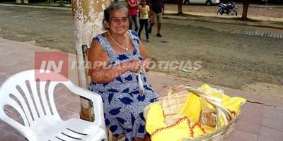 A SUS 80 AÑOS CONTINÚA CON CANASTO EN BRAZO RECORRIENDO LAS CALLES DE CNEL.  BOGADO