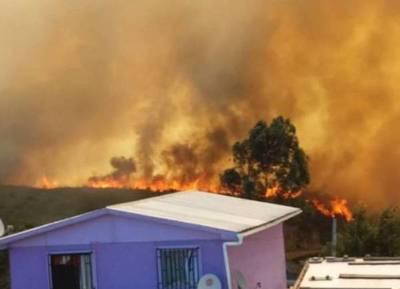 Más de 400 evacuados por el incendio que azota a Valparaíso