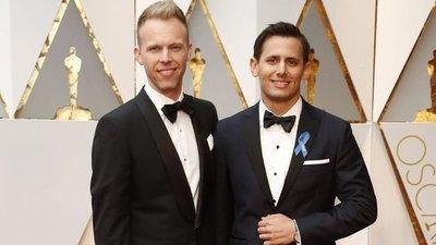 Las estrellas de Hollywood lucen lazos azules en apoyo a ACLU