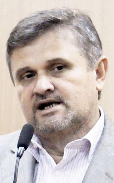 Extitular de la ANDE cuestiona su audiencia de imposición de medidas