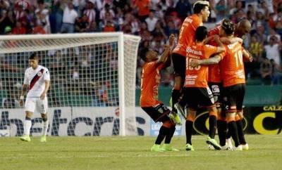Paraguayos impulsan una gran remontada