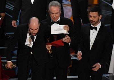 Lamentan error de los Óscar y anuncian investigación