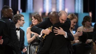 Los Oscars: Dos festejos y un solo ganador entre La la land y Moonlight