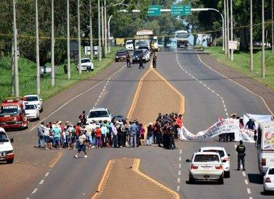 Reanudan protestas contra la EBY