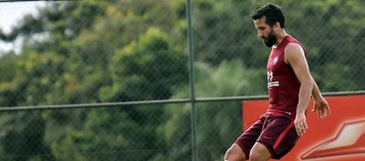 Mauricio Victorino podría debutar en la zaga de Cerro