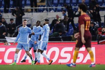 Lazio anula a Roma y acaricia la final