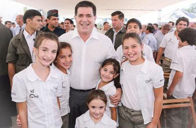 Cartes asegura que les falta autoestima a  los paraguayos