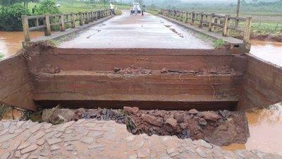 Temporal arrasó con puente