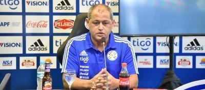Chiqui Arce llama a 21 futbolistas del balompié foráneo