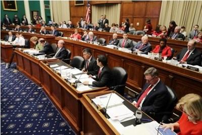 Maratónico debate sobre la ley de salud en EEUU