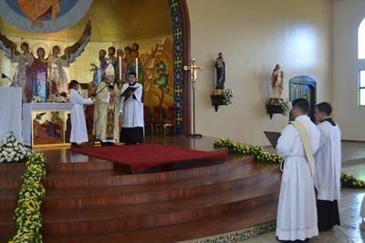 Afirman que sacerdotes casados no solucionarían problemas de la Iglesia