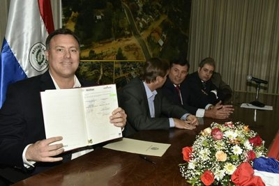 MOPC firma contrato con cuestionada empresa
