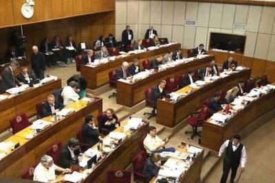 Palo al Parlamento: 'Está minado de cretinos, idiotas  y estúpidos', dice analista